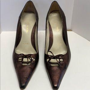 Heels blackish/ brownish / Copperish in color